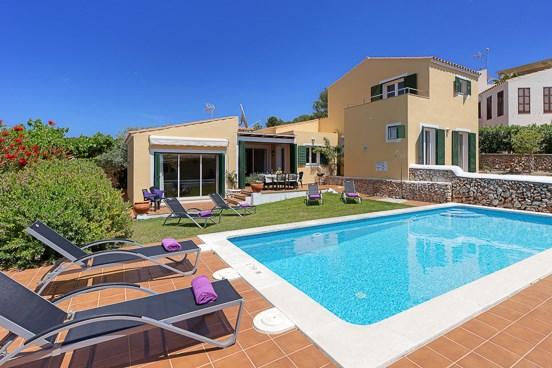 Menorca villa rental holidays 2018 2019 for Jardin hormiguita viajera villa bosch